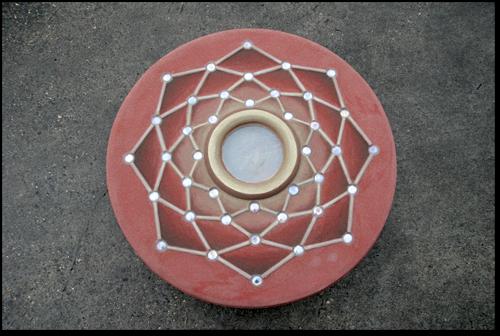 Eén van de artistieke details aan het bivak: het roosvenster